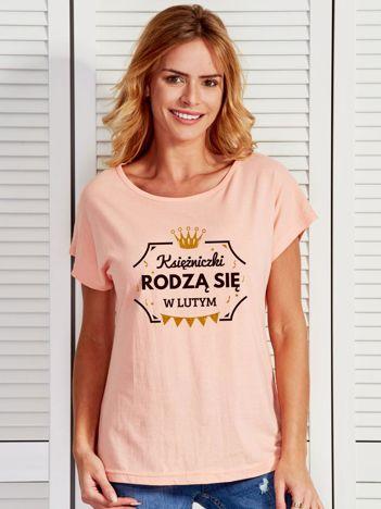 T-shirt damski KSIĘŻNICZKI RODZĄ SIĘ W LUTYM brzoskwiniowy