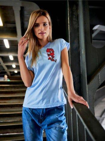 T-shirt damski błękitny z naszywką GAŁĄZKA KWIATÓW