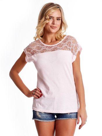 T-shirt damski jasnoróżowy z koronką