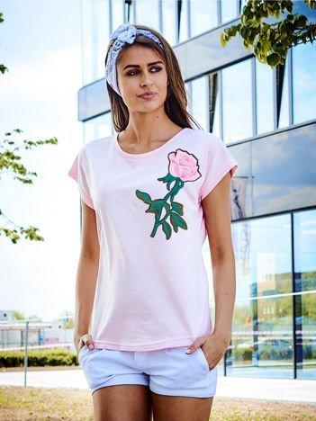 T-shirt damski jasnoróżowy z naszywką