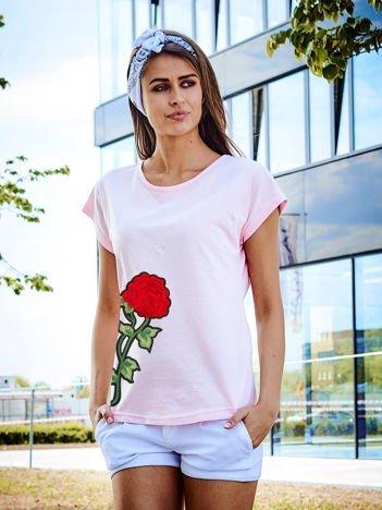 T-shirt damski jasnoróżowy z naszywką FLOWER