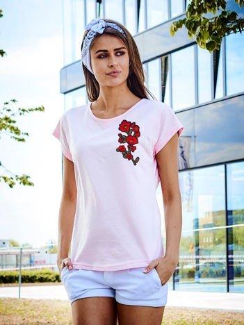 T-shirt damski jasnoróżowy z naszywką GAŁĄZKA KWIATÓW