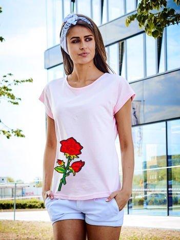 T-shirt damski jasnoróżowy z naszywką cekinową DUŻY KWIAT
