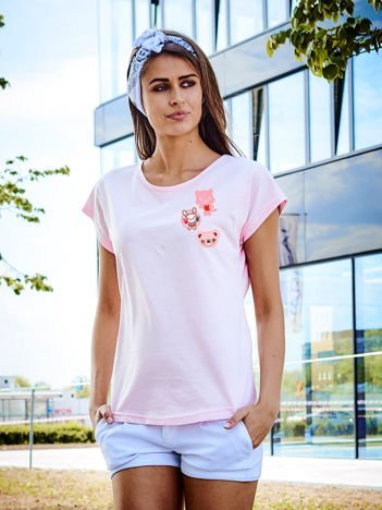 T-shirt damski jasnoróżowy z naszywkami