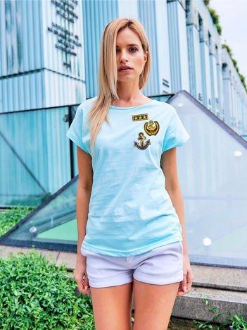 T-shirt damski turkusowy z naszywkami w stylu marynarskim