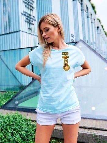 T-shirt damski turkusowy z naszywkami z motywem wojskowym