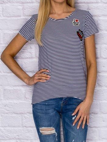 T-shirt damski w drobne paski z naszywkami granatowy
