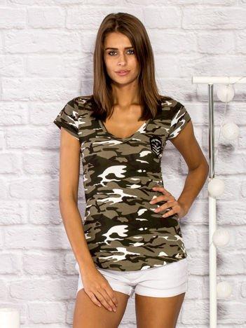 T-shirt damski z motywem moro i aplikacją khaki