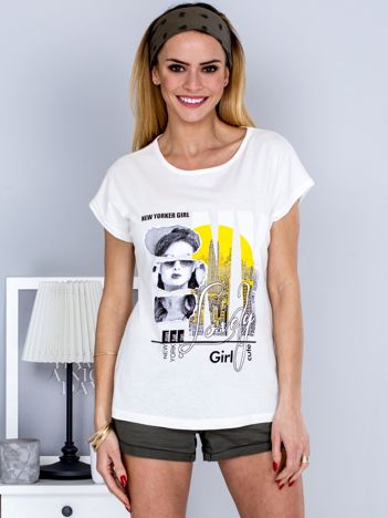 T-shirt ecru z miejskim printem