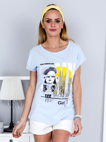 T-shirt jasnoniebieski z miejskim printem