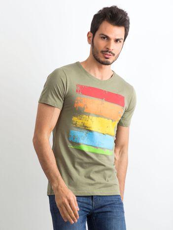T-shirt męski z kolorowym nadrukiem khaki