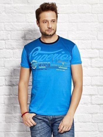 T-shirt męski z miejskim nadrukiem niebieski