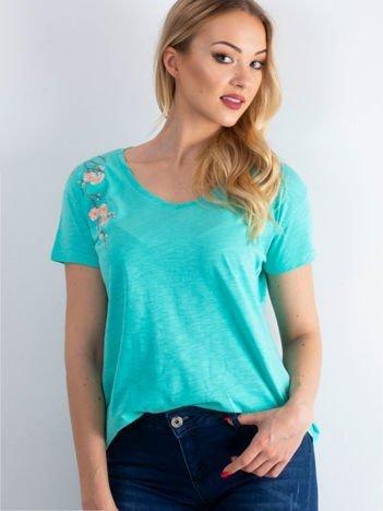 T-shirt miętowy z kwiatowym haftem