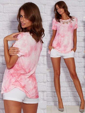 T-shirt z motywem acid wash różowy