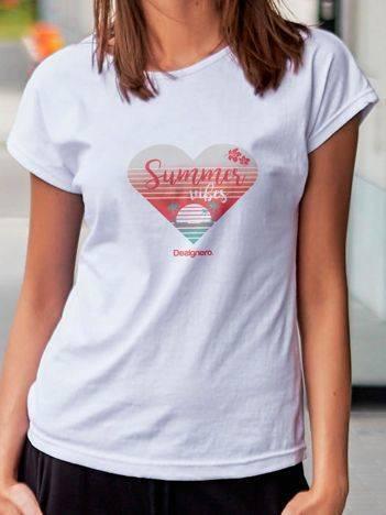 T-shirt z plażowym nadrukiem biały