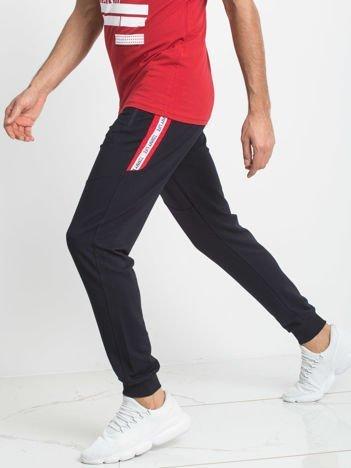 TOMMY LIFE Dresowe spodnie męskie granatowe