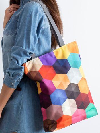 Torba w kolorowe geometryczne wzory