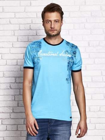Turkusowy t-shirt męski z miejskim nadrukiem