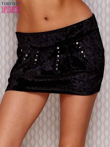 Welurowa spódnica mini z napami czarna