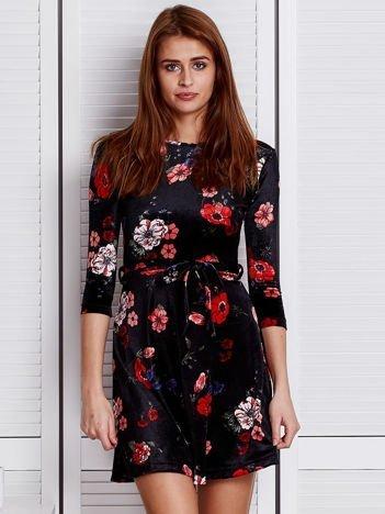 Welurowa sukienka w kwiaty czarna