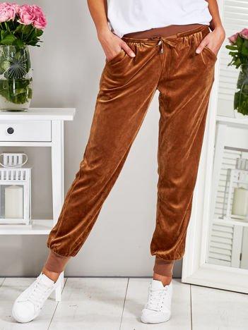 Welurowe spodnie dresowe brązowe