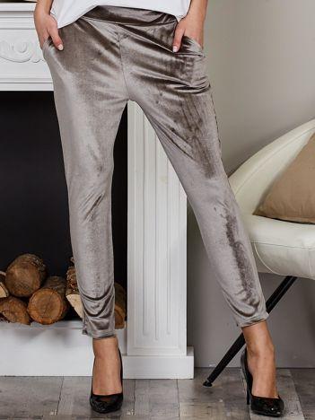 Welurowe spodnie rurki z kieszeniami szare
