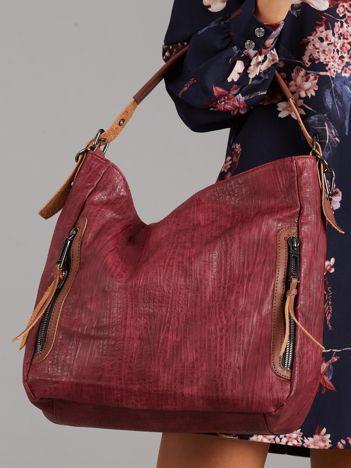 Wiśniowa torba z ekoskóry z kieszeniami