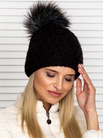 Włóczkowa czapka z pomponem i dodatkiem wełny czarna