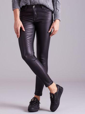 Woskowane spodnie skinny czarne