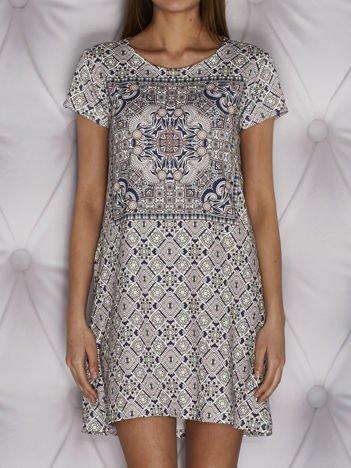 Wzorzysta sukienka dzienna o kroju litery A koralowa