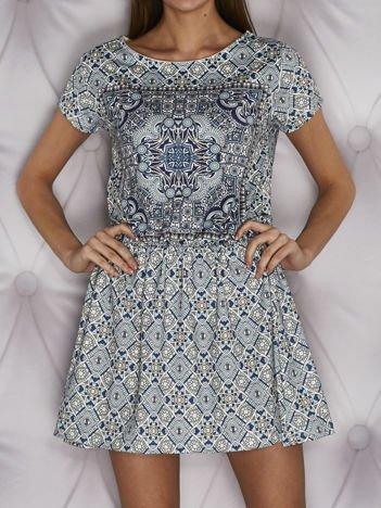 Wzorzysta sukienka dzienna w gumkę turkusowa