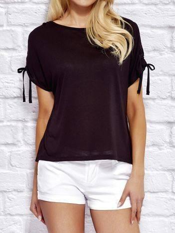 YUPS Czarny t-shirt z wycięciami na rękawach