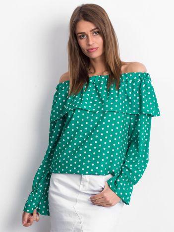 Zielona bluzka w grochy z hiszpańskim dekoltem