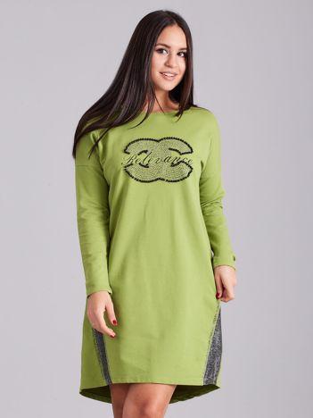 Zielona sukienka dresowa z dżetami