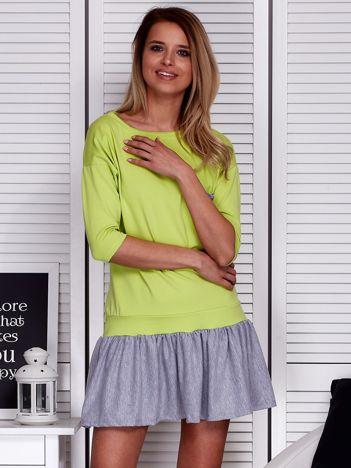Zielona sukienka dresowa z kontrastową falbaną