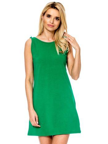 Zielona sukienka z dekoltem z tyłu