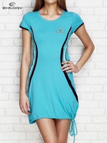 Zielona sukienka z marynarskimi motywami