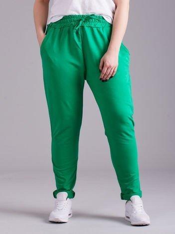 Zielone bawełniane damskie spodnie dresowe PLUS SIZE