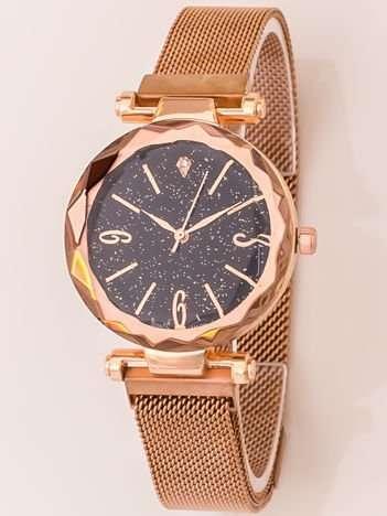 Złoty Zegarek Damski Z Nowoczesnym Magnetycznym Paskiem