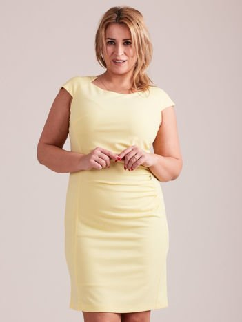 26f6087409 Żółta elegancka sukienka z marszczeniem PLUS SIZE