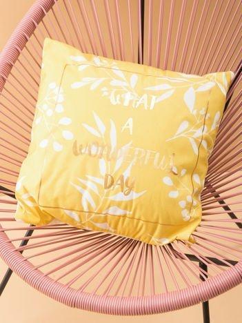 Żółta poduszka dekoracyjna