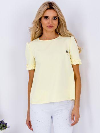Żółta pudełkowa bluzka z przypinką