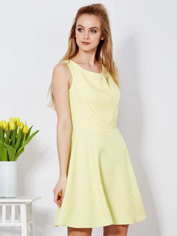 Żółta rozkloszowana sukienka
