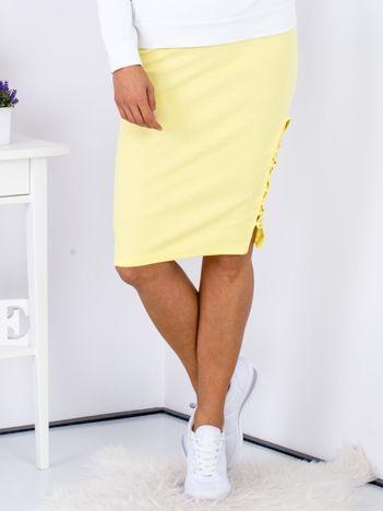 Żółta spódnica w delikatny prążek z bocznym sznurowaniem