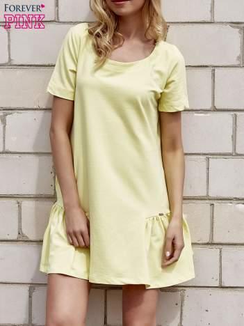Żółta sukienka dresowa z falbanami z boku