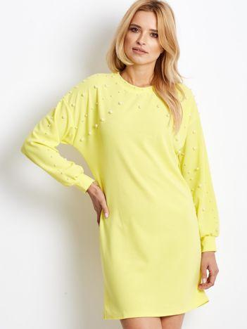 Żółta sukienka z perełkami