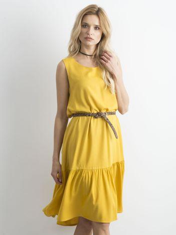 Żółta sukienka z szeroką falbaną