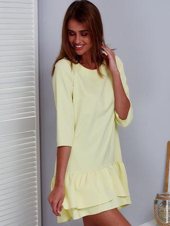 Żółta sukienka z warstwową falbaną