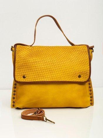 Żółta torba z plecioną klapką