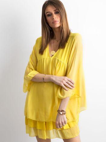 Żółta zwiewna sukienka z falbanami